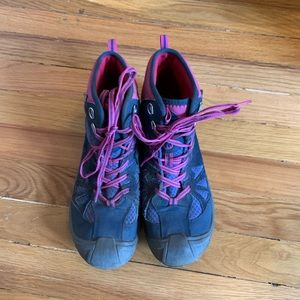 Merrell ladies Mid hiking boots size 7M